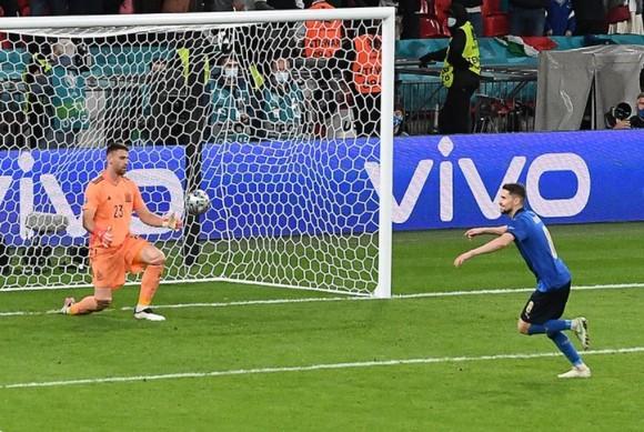 Italia – Tây Ban Nha 1-1 (4-2 luân lưu) Morata từ người hùng thành tội đồ, chân sáo Jorginho đưa Azzurri vào chung kết ảnh 7