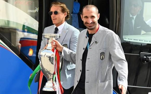 Italia chào đón những người hùng Euro trở lại Rome ảnh 2