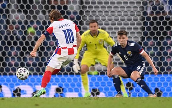Cú sút xa của Patrik Schick vào lưới Scotland là bàn thắng đẹp nhất Euro 2020 ảnh 5