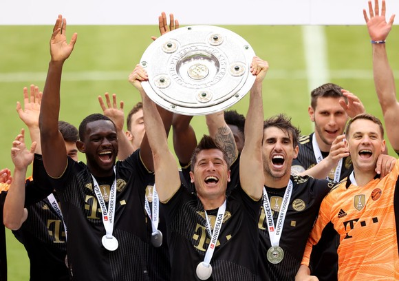 Lewandowski  cùng Bayern đoạt Đĩa bạc Bundesliga