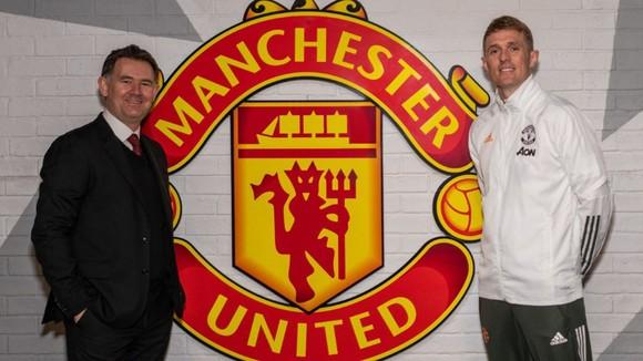 Huyền thoại Man United thuyết phục Varane từ chối Chelsea và PSG như thế nào ảnh 1