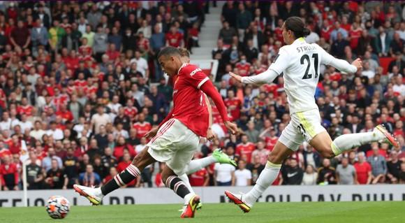 Man United - Leeds United 5-1: Bruno Fernandes ghi hat-trick, Pogba lập poker kiến tạo ảnh 4