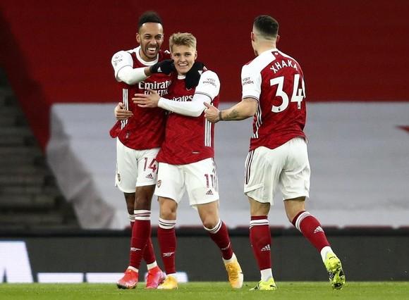 Arsenal ký gấp với Odegaard để kịp trận quyết chiến với Chelsea ảnh 1