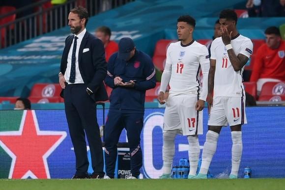 Southgate kêu gọi Tam sư rút ra bài học từ nỗi thất vọng Euro 2020 ảnh 1