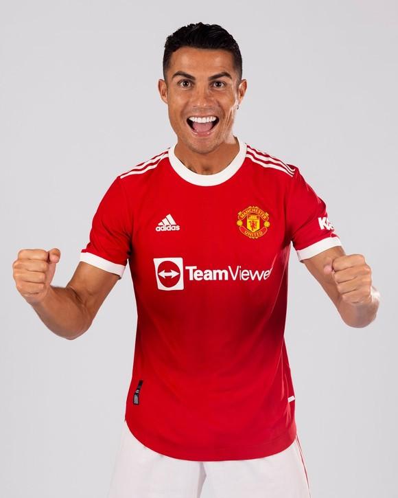 Ronaldo 'thật hạnh phúc khi được trở về nhà' - Cuộc phỏng vấn đầu tiên với Man Utd ảnh 1
