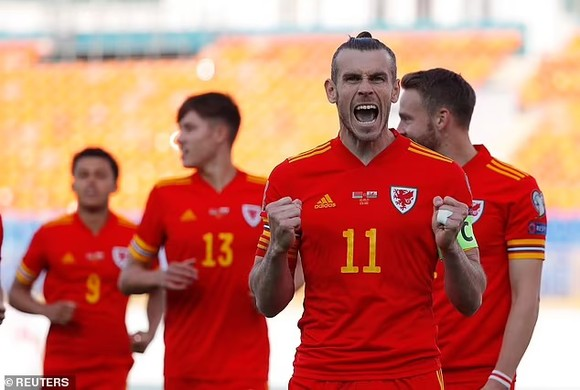 Gareth Bale ăn mừng chiến thắng