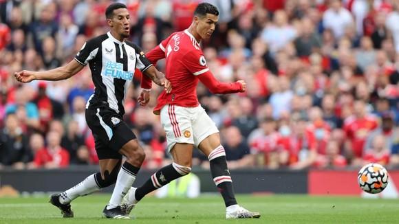 Ronaldo ghi cú đúp trong ngày trở lại giúp Man.United đè bẹp Newcastle 4-1 ảnh 4
