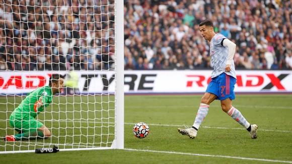 West Ham – Man United 1-2: Ronaldo mở điểm, Lingard khóa đuôi, nhưng De Gea  mới là người hùng ảnh 3