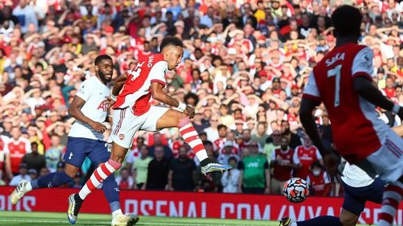 Arsenal - Tottenham 3-1: Smith Rowe, Aubameyang và Saka nổi lửa ở Emirates ảnh 2