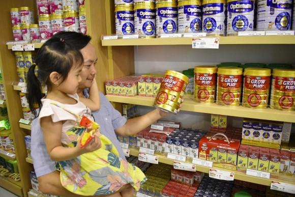 """Người tiêu dùng có thể mua sữa bột """"Dielac Grow Plus có tổ yến"""" tại các cửa hàng và trang thương mại điện tử Giấc mơ sữa Việt của Vinamilk"""