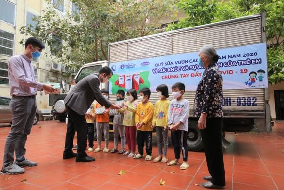 Vinamilk hỗ trợ 1,7 triệu hộp sữa cho trẻ em có hoàn cảnh khó khăn ảnh 1