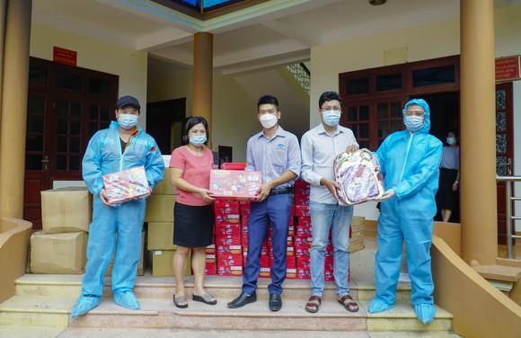 Tặng 8.400 hộp sữa cho các em học sinh đang phải cách ly của tỉnh Điện Biên ảnh 2