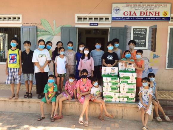 Tặng 8.400 hộp sữa cho các em học sinh đang phải cách ly của tỉnh Điện Biên ảnh 1
