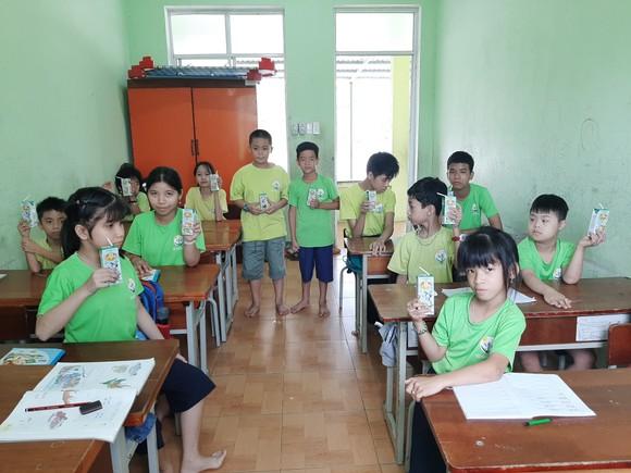 Quỹ sữa Vươn cao Việt Nam mang lại nụ cười hạnh phúc cho trẻ thơ trong mùa dịch ảnh 2