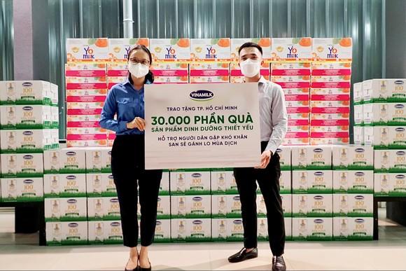 San sẻ khó khăn mùa dịch, Vinamilk tặng 45.000 phần quà cho người dân gặp khó khăn tại TPHCM, Bình Dương, Đồng Nai ảnh 2