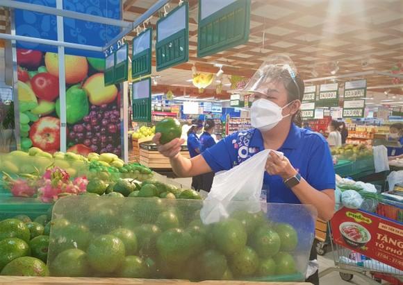 Saigon Co.op tiếp tục giảm giá hàng hóa, giải cứu nông sản và hỗ trợ vật tư y tế  ảnh 1
