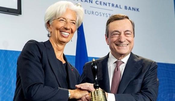 Tân Chủ tịch ECB Christine Lagarde và người tiền nhiệm Mario Draghi. (Nguồn: Reuters)