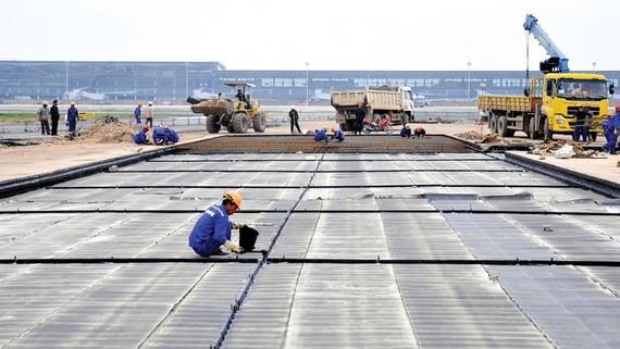 Hạ tầng khu bay sân bay Nội Bài đã sửa chữa nhiều lần