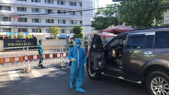 Bệnh viện C Đà Nẵng hiện đã được phong tỏa - Ảnh: TRƯỜNG TRUNG