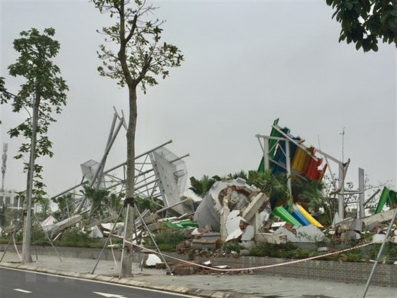 Hiện trường Công viên nước Thanh Hà trong quá trình phá dỡ. (Ảnh: Nguyễn Thắng/TTXVN)
