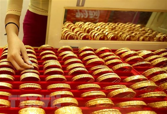 Trang sức vàng được bày bán tại một cửa hàng kim hoàn ở Yangon, Myanmar. (Ảnh: THX/TTXVN)