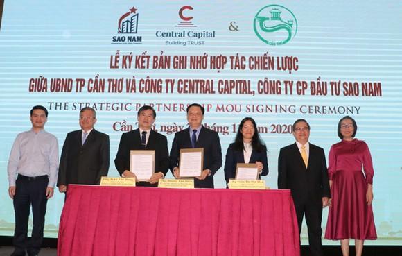 Lãnh đạo UBND TP Cần Thơ ký kết chiến lược cùng Công ty Central Capital và Công ty Sao Nam…