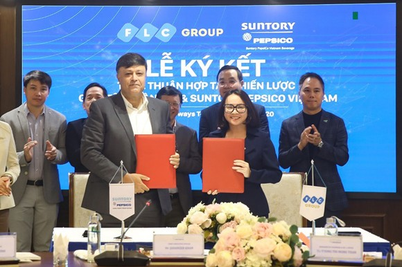 Lễ ký kết thỏa thuận hợp tác chiến lược giữa Tập đoàn FLC và Suntory PepsiCo Vietnam