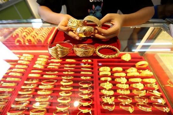 Vàng trang sức được bày bán tại một cửa hàng ở Yangon, Myanmar. (Ảnh: THX/TTXVN)