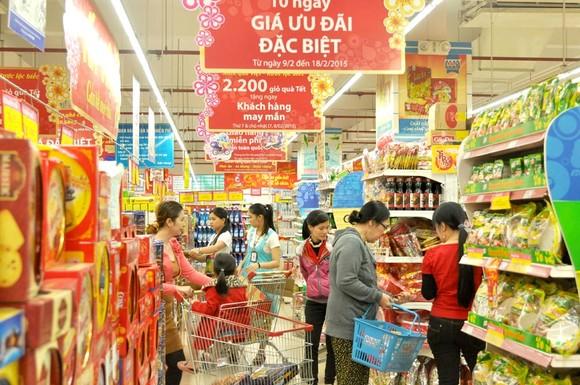 Dịp cuối năm và Tết Nguyên đán 2021, dự báo sức mua trên thị trường sẽ tăng từ 15-20%, tập trung vào các mặt hàng lượng lương thực, thực phẩm. Ảnh minh hoạ.