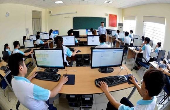 Sinh viên trong giờ học công nghệ thông tin. (Ảnh minh họa: Thanh Hà/TTXVN)