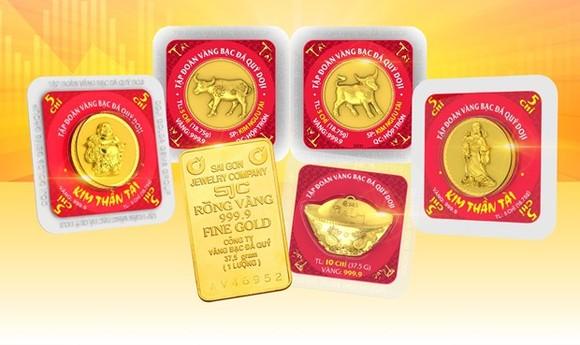 Vàng ép vỉ Kim Ngưu - Linh vật của năm 2021 hay vàng miếng SJC. (Ảnh: Vietnam+)