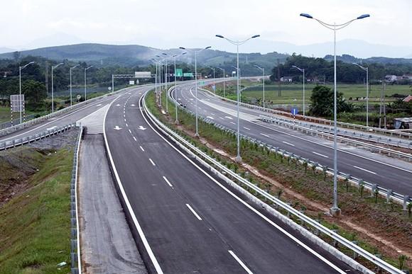 Cao tốc Bắc- Nam: Khó khăn di dời đường điện cao thế