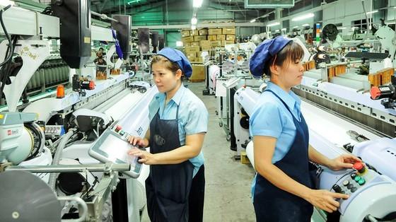 Công nhân làm việc tại Công ty Thái Tuấn, Khu Công nghiệp Vĩnh Lộc, TPHCM. Ảnh: CAO THĂNG