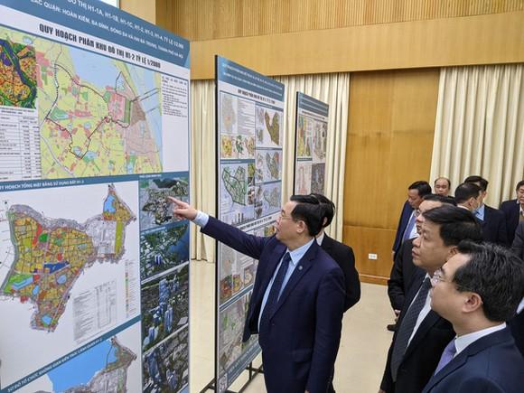 Bí thư Thành ủy Hà Nội Vương Đình Huệ tới dự hội nghị công bố các đồ án quy hoạch phân khu nội đô lịch sử - Ảnh: XUÂN LONG