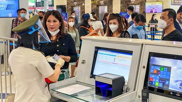 Hàng không siết chặt kiểm tra y tế tại các sân bay.