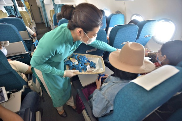 Vietnam Airlines chung tay bảo vệ sao biển trên các chuyến bay đến Phú Quốc