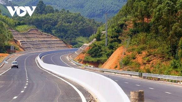 """Các dự án BOT, PPP giao thông thời gian qua """"trông cậy"""" vào nguồn vốn tín dụng tới 80%."""