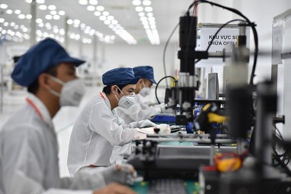 Kim ngạch xuất khẩu máy tính và linh kiện điện tử năm 2020 đạt 44,58 tỷ USD, tăng 24,1 so với năm 2019 và chiếm gần 15,8% tổng kim ngạch xuất khẩu hàng hoá của cả nước. Ảnh minh hoạ.