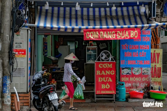 Các quán ăn ở Hà Nội có thể sẽ được mở cửa trở lại trong tuần tới - Ảnh: NAM TRẦN