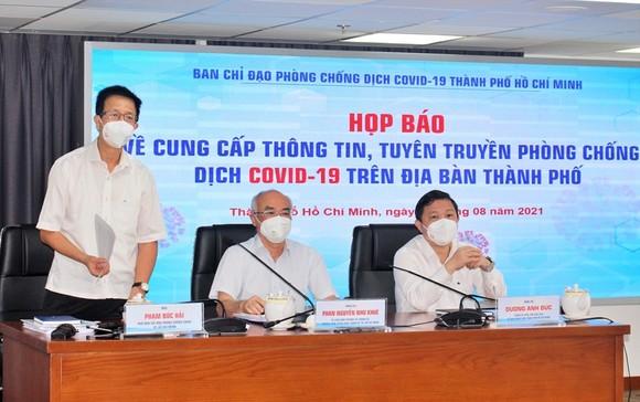 Ban Chỉ đạo phòng, chống dịch Covid-19 TP Hồ Chí Minh trao đổi thông tin tại họp báo.