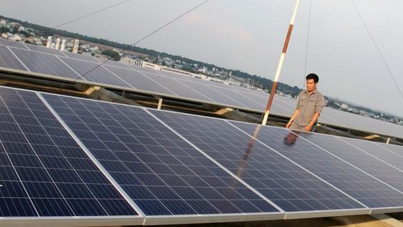 Điện mặt trời mái nhà đối diện nguy cơ bị cắt giảm sâu huy động điện - Ảnh: NGỌC HIỂN