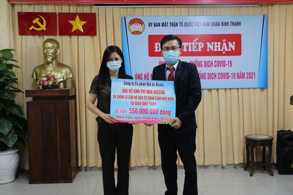 Ủy ban MTTQ Việt Nam quận Bình Thạnh tiếp nhận ủng hộ từ đại diện Công ty Bcons