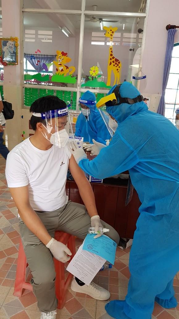 Bình Dương: Triển khai chiến dịch tiêm vaccine quy mô lớn ảnh 1