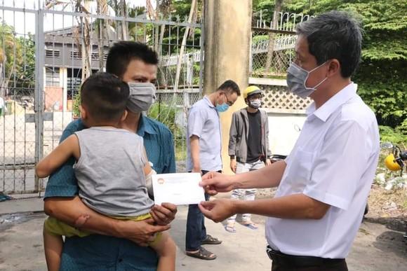 Thăm hỏi gia đình nạn nhân vụ cháy ở quận Tân Phú ảnh 1