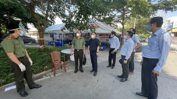 Phó Chủ tịch UBND TPHCM Dương Anh Đức kiểm tra đột xuất một số khu vực cách ly ảnh 1