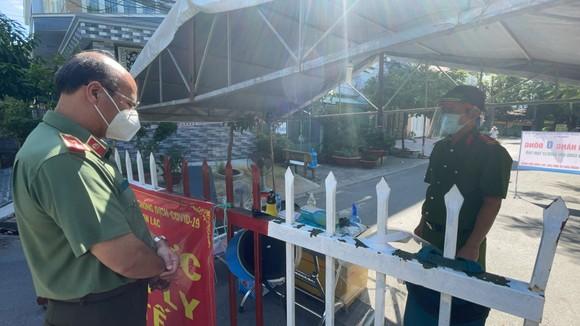 Phó Chủ tịch UBND TPHCM Dương Anh Đức kiểm tra đột xuất một số khu vực cách ly ảnh 4