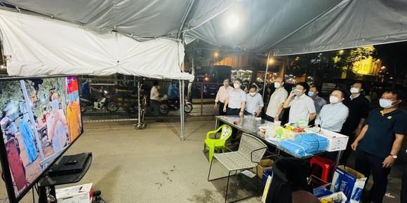 Phó Chủ tịch UBND TPHCM Dương Anh Đức kiểm tra đột xuất chợ đầu mối lúc nửa đêm ảnh 7