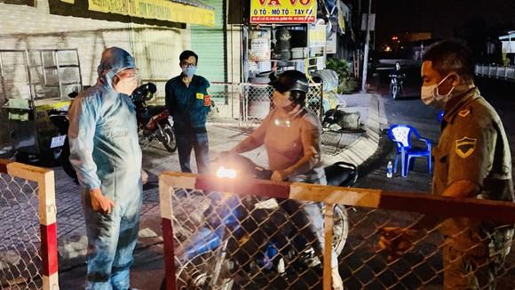 Bình Tân: Tiếp tục phong tỏa 3 khu phố ở phường An Lạc thêm 7 ngày ảnh 1