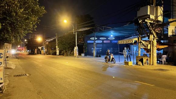 Bí thư Quận ủy quận Bình Tân kiểm tra lập chốt phong tỏa 3 khu phố ảnh 8