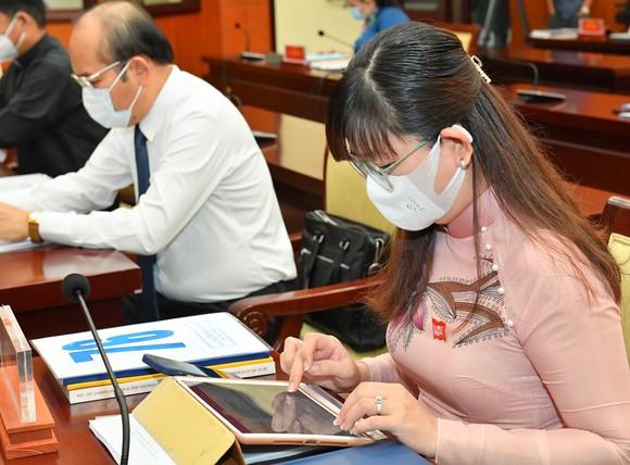 Đại biểu HĐND TPHCM trong kỳ họp thứ nhất khóa X nhiệm kỳ 2021-2026 ảnh 7